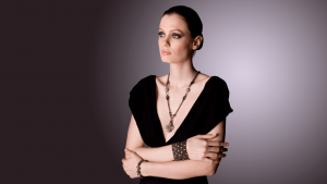 SG Liquid Metal necklace-ch4-blk by Sergio Gutierrez